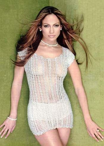 """Jennifer Lopez  """"Gözlerimin makyajsız görünümünden hiç hoşnut değilim. Bu yüzden en azından göz kapağımın üzerine bir kalem sürer, kirpiklerimi rimellerim. Zaman kalırsa allık sürerim. Saçlarımı dağınık bırakırım, ya da şapka takarım. """" diyen Jennifer Lopez, en çok Christian Dior ve Revlon'un ürünlerini kullanıyor."""
